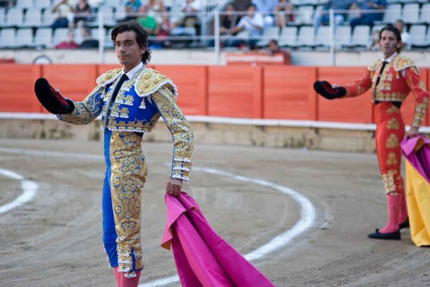 bullfight-389341_960_720